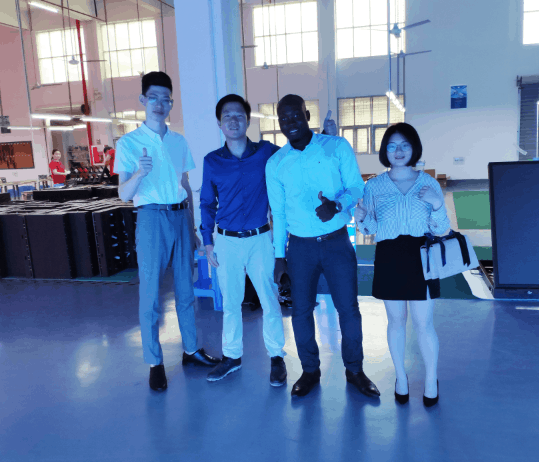 Côte d'Ivoire customer give a thumb up to YUCHIP rental LED display training4